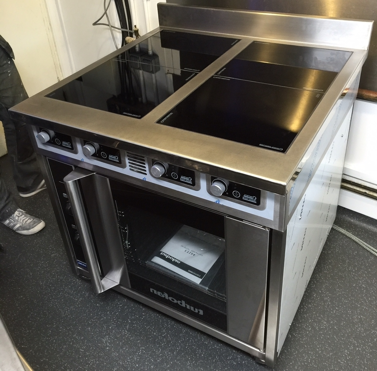 Four ring induction stove with oven