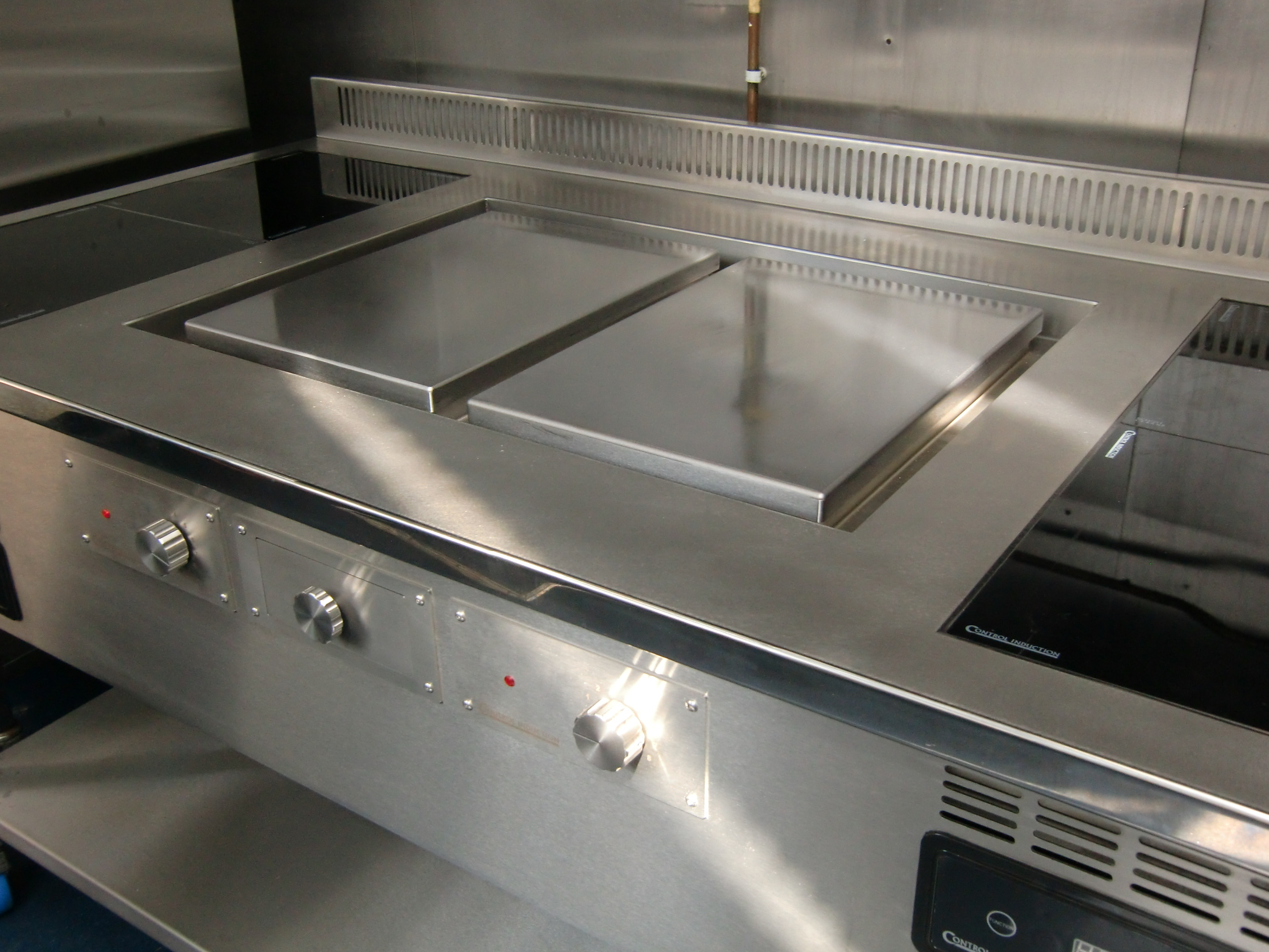 Bespoke induction suite with Double plancha